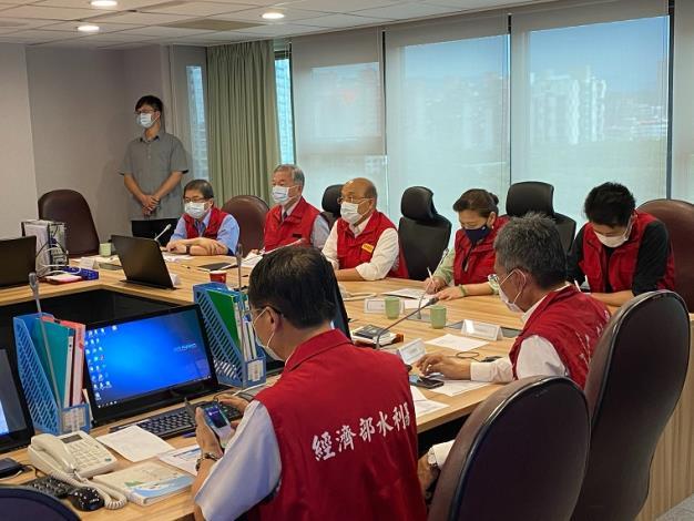 因應西南氣流經濟部加強應變,今(26)日12時成立經濟部二級開設,與南部地區機關視訊會議1_圖示