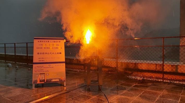 經濟部水利署南區水資源局把握難得降雨時機 曾文水庫施作人工增雨2_圖示