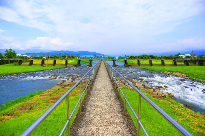 安農溪農義橋下游分洪堰處,可見安農溪一分為二的景況_圖示