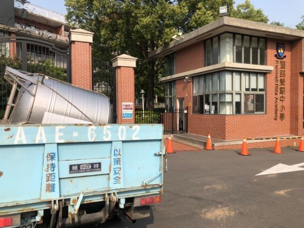 經濟部協助調度及媒合採購,水塔供應免驚-台水公司調度水塔載運至學校2_圖示