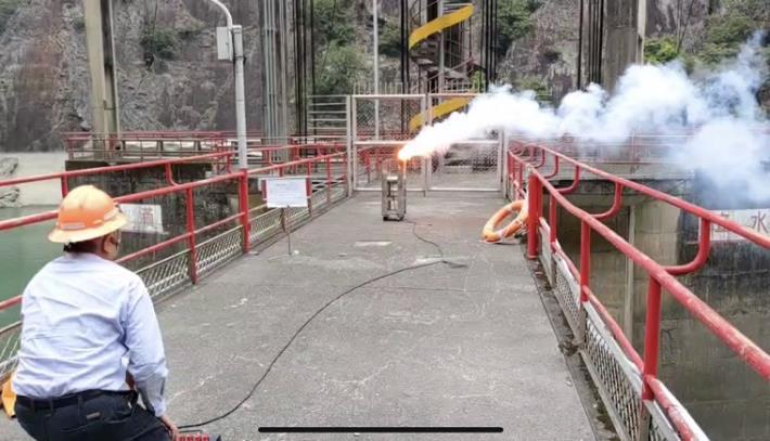 水利署把握局部午後熱對流發展於谷關壩啟動人工增雨作業_圖示