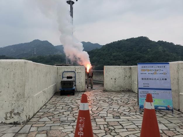水利署把握局部午後熱對流發展於石門水庫啟動人工增雨作業_圖示