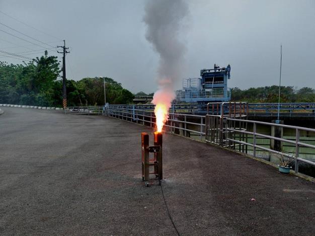 水利署把握局部午後熱對流發展於仁義潭水庫啟動人工增雨作業_圖示