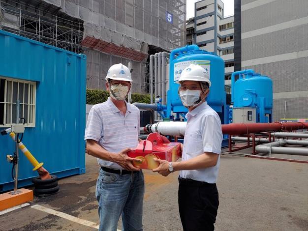 水利署署長賴建信與忠泰營造公司總經理陳秋雄視訊並向第一線工作人員說聲謝謝6_圖示