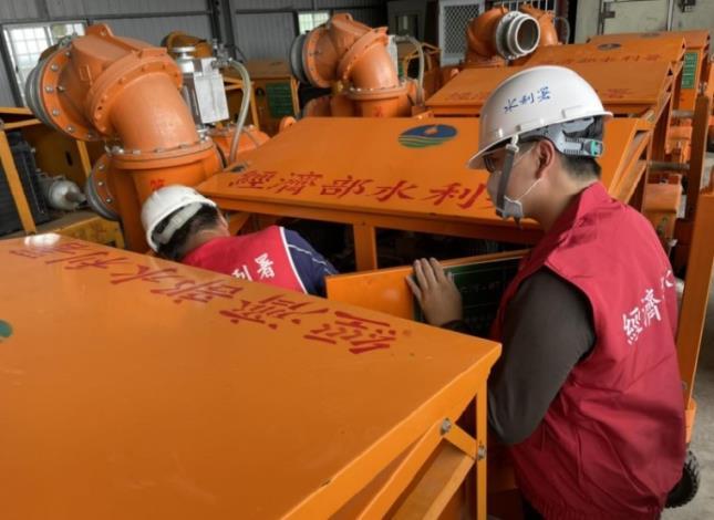 彩雲颱風來襲水利署防汛整備已到位-六河局移動式抽水機檢查_圖示