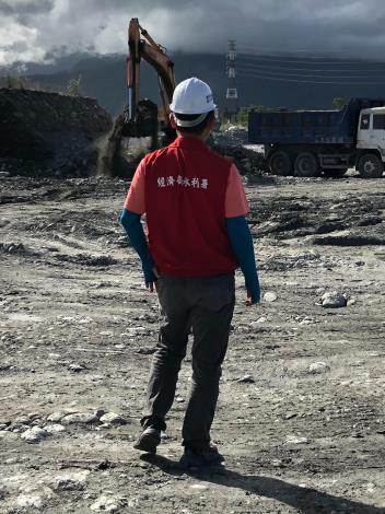 局長謝明昌豪雨前至初英二號堤段防災減災工程視察(2)_圖示