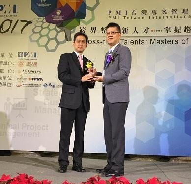 本署榮獲PMI標竿企業獎,由主任秘書領導並接受頒獎。_圖示