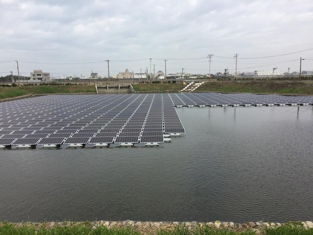 草港尾滯滯洪池水域型太陽光電發電系統近照_圖示