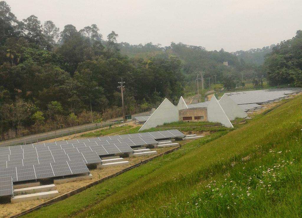發電中的太陽光電發電系統_圖示