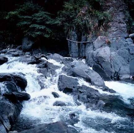 大礁溪上游地勢多陡坡,水流時緩時急,多處出現湍流景觀_圖示