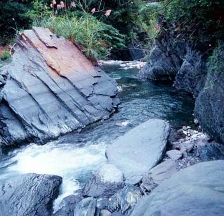 大礁溪上游匯集小支流後水量漸增_圖示