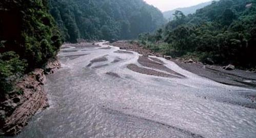 上坪溪五峰附近,溪水隨河床擴散_圖示