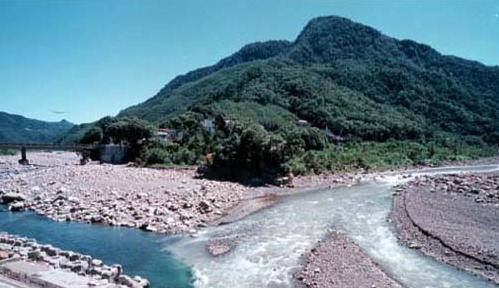 油羅溪與支流那羅溪 (右) 會合於尖石_圖示