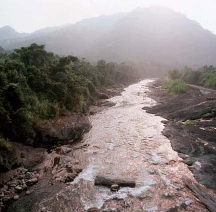 北港溪常見的岩質河床_圖示