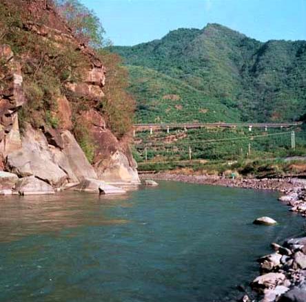 枋山溪中下游段與南迴鐵路並肩而行_圖示