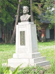 濱野彌四郎胸像;台南山上淨水場,奇美創辦人許文龍重塑捐贈,2005年